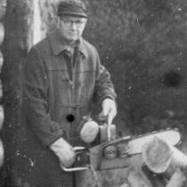 Wayland Porter, preparing logs for the cabin.