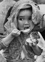 Vn child eating